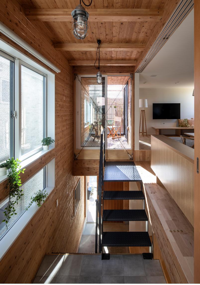 「ウチの内」と「ウチの外」、2つの空間から構成される家 画像1